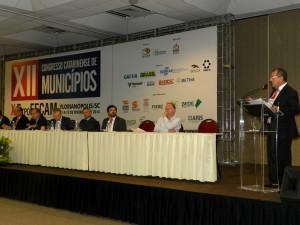 Eduardo acompanha propostas dos dos prefeitos de SC ao lado de autoridades