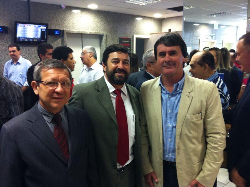 Eduardo com o vice-presidente e o presidente da AMUNES