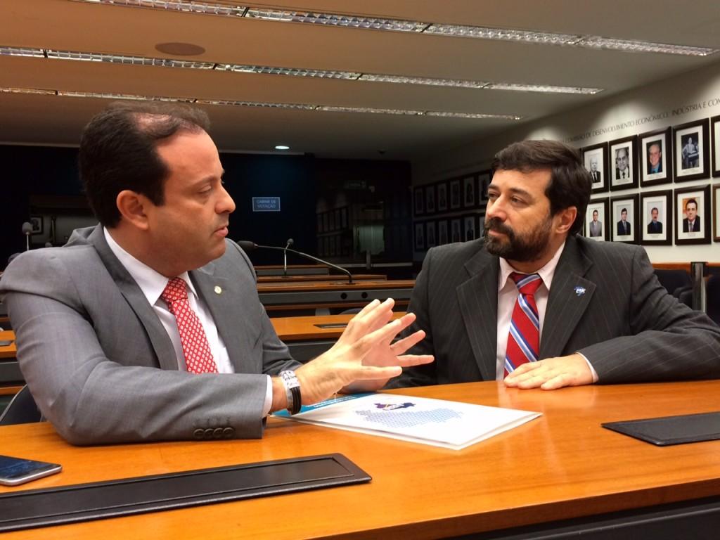 Eduardo em reunião com o relator da Comissão Especial do Pacto Federativo, André Moura