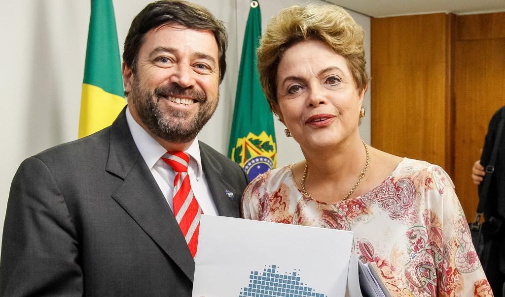 Brasília - DF, 22/10/2015. Presidenta Dilma Rousseff durante audiência com a Frente Nacional dos Prefeitos-FNP e Associação Brasileira de Municípios-ABM no Palácio do Planalto. Foto: Roberto Stuckert Filho/PR