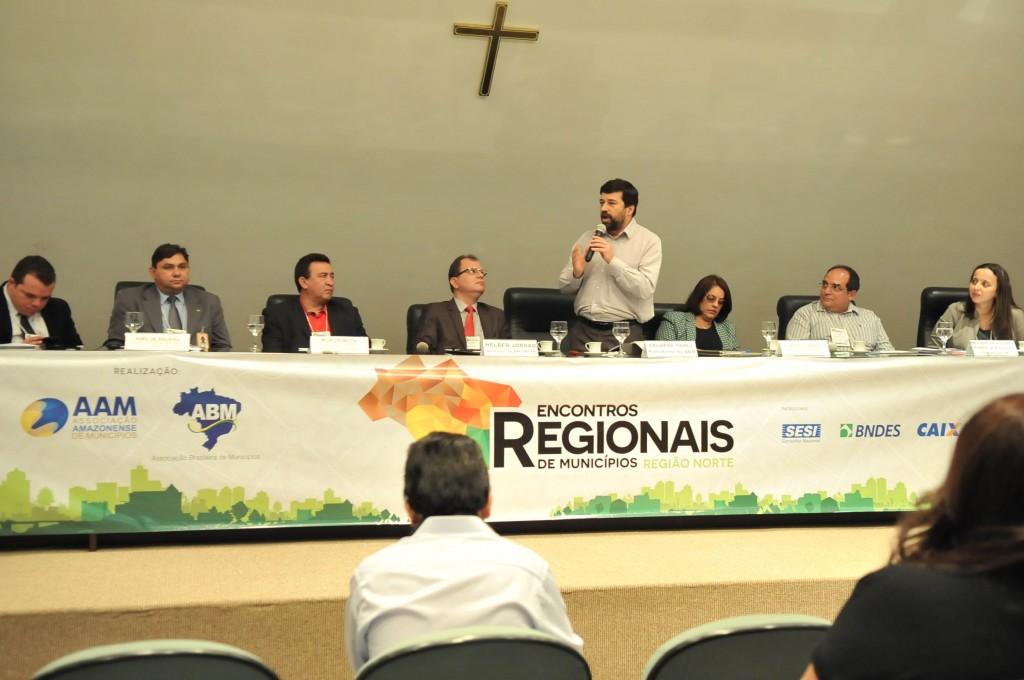 Manaus, AM 05/11/2015 - Associação Brasileira de Municípios (ABM) em parceria com a Associação Amazonense de Municípios (AAM) e o apoio do CCOTI da Aleam realizam o Encontro Regional de Municípios – Edição Norte. O evento está ocorrendo no auditório João Boscoo nos dias 5 e 6 de novembro, na Assembleia Legislativa do Estado do Amazonas. O presidente da ABM, Eduardo Tadeu Pereira, o presidente da AAM, Iran Lima, o prefeito de Presidente Figueiredo, Neilson Cavalcante, o presidente da AMR e prefeito de Amajari (RR), Moacir Mota, a presidente da Amam e prefeita de Ponta das Pedras (PA), Consuelo Castro. (Fotos Alberto César Araújo/Aleam)
